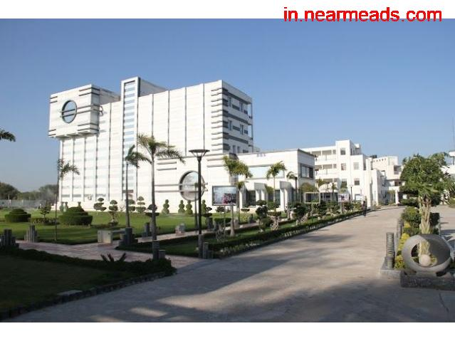 Axis Business School – Top Management College in Kanpur - 1